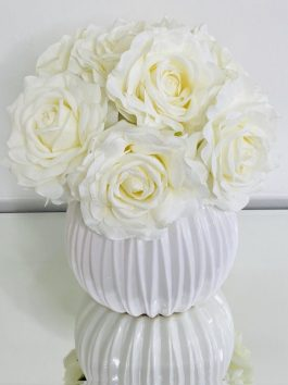 CREAM ROSE POSY IN RIBBED CERAMIC BUBBLE VASE