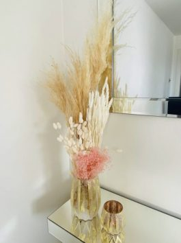 NEUTRAL DRIED FLOWERS IN GOLD GLAZED VASE