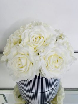 BEAUTIFUL HAT BOX OF ARTIFICIAL CREAM ROSES – PERFECT GIFT